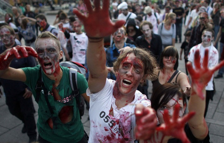В Кирове казаки пригрозили участникам зомби-парада нагайками