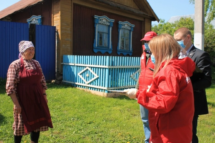 Удмуртские активисты взяли шефство над бабушками из Бураново