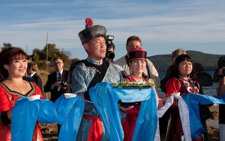 В Бурятии раздали гранты на сохранение культуры коренных народов и гармонизацию межэтнических отношений