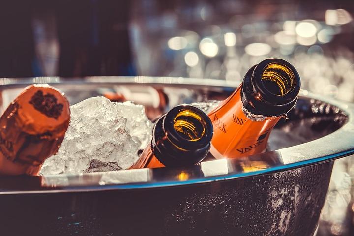 Общественники предложили нанести на бутылки с алкоголем стилизованные под пословицы лозунги