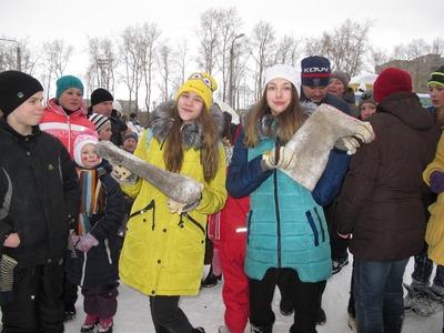 В Северодвинске провели чемпионат по метанию валенок