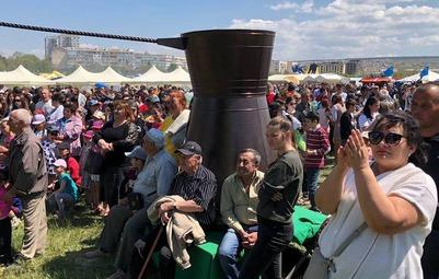 Самую большую турку для кофе представили на Хыдырлезе в Крыму