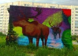 Граффитисты разрисовали здания Надыма картинами с национальным колоритом