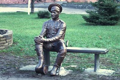 В Новочеркасске снова вымыли памятник казака после неудачных фотографий