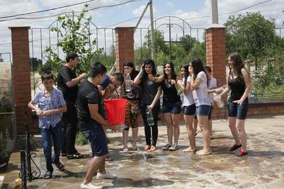 Армяне Волгограда отметили Вардавар обливанием водой