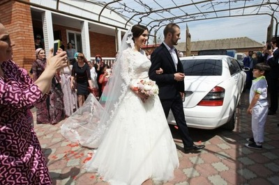 Кадыров призвал ограничить в Чечне продажу открытых свадебных платьев