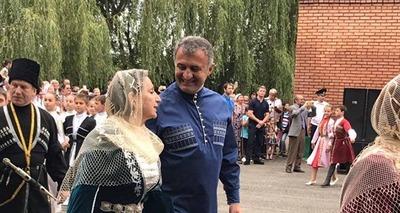 Более пяти тысяч человек замкнули кольцо вокруг священной рощи в Северной Осетии