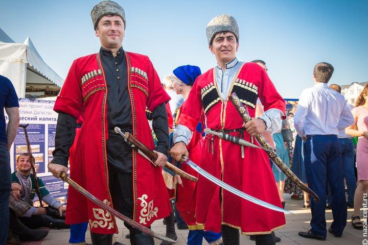 Магомедсалам Магомедов поздравил дагестанцев с Днем единства народов региона