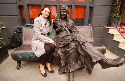 Скульптура Бабы Яги появилась в центре Лондона