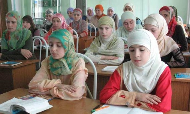 Суд запретил носить хиджабы в школах