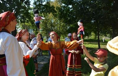 О женских секретах казачьей шлычки рассказали на фестивале в Тульской области
