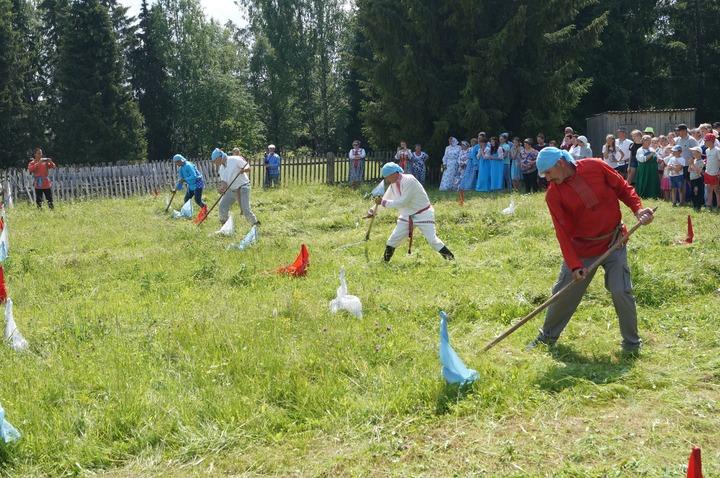Конкурс косарей прошел на старообрядческом празднике в Удмуртии
