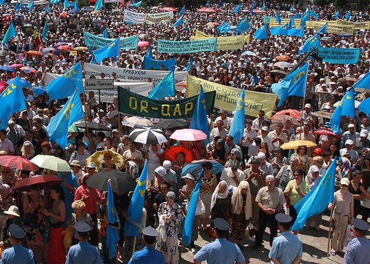 СМИ: На автопробеге в Симферополе задержали около 60 крымских татар
