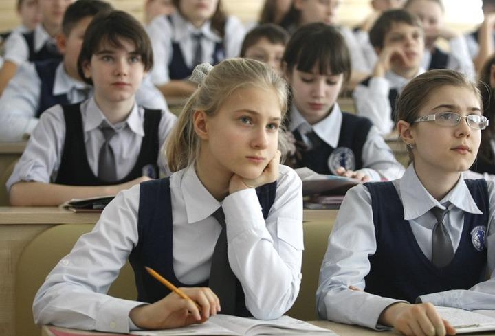 Более 30% россиян выступили за обязательное изучение национального языка в школах