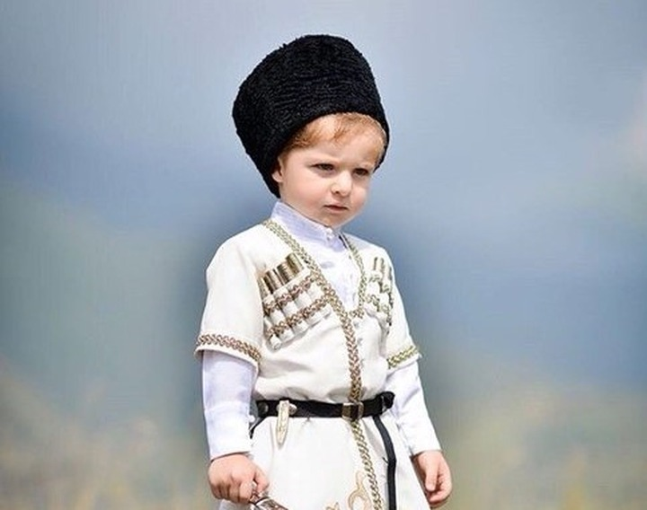 Школьники Северной Осетии будут носить форму с национальными элементами