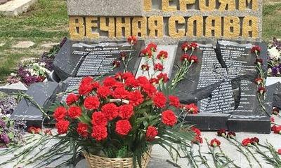 Вандалы разбили памятник с именами погибших в ВОВ крымских татар в Севастополе