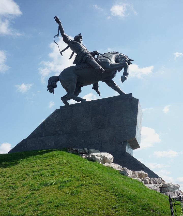 В Уфе прошла акция за сохранение памятника Салавату Юлаеву