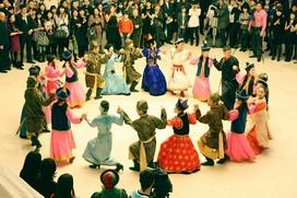 На фестивале в Иркутской области показали бурятские обряды и сплясали ёхор
