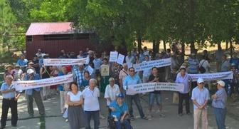 В Элисте прошел митинг против закона о добровольном изучении родного языка
