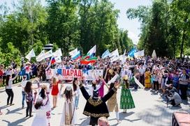 Около 400 человек приняли участие в шествии в национальных костюмах в Ялте