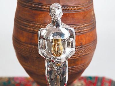 Ди Каприо поблагодарил якутов за награду в национальном стиле