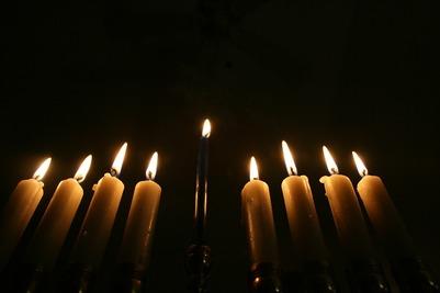 Первую ханукальную свечу зажгли в Москве