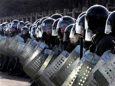 ОМОН не дал жителям Боровска провести сход против нелегальных мигрантов