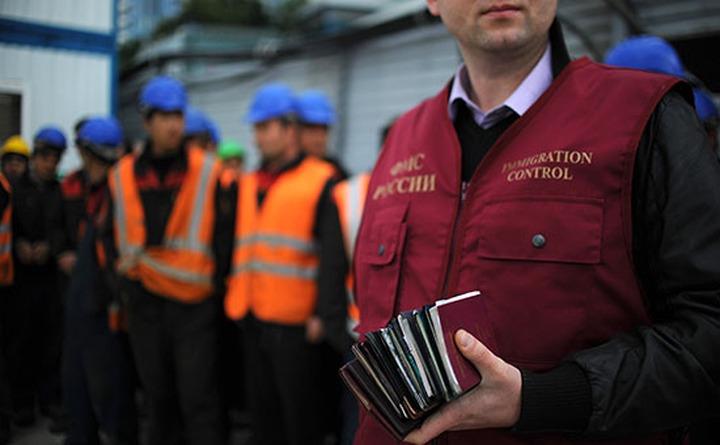 Приток мигрантов в Россию превысил десятилетний максимум