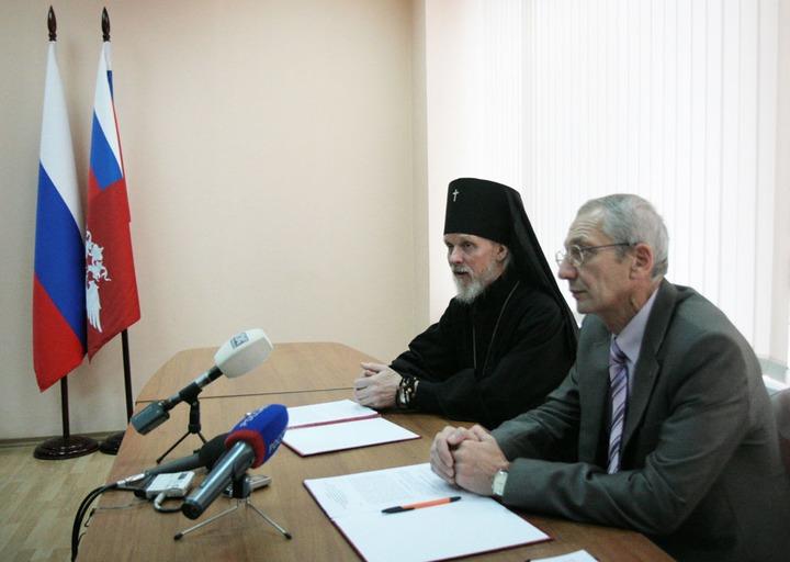 УФМС и епархия будут духовно просвещать мигрантов