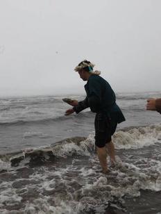 Хозяина моря накормили на Сахалине