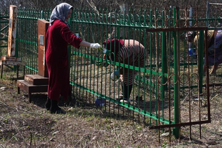Чеченские чиновники отчитались о субботниках на православных кладбищах