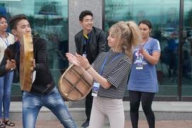 """Нивхский """"Танец чайки"""" исполнили в сахалинском аэропорту"""
