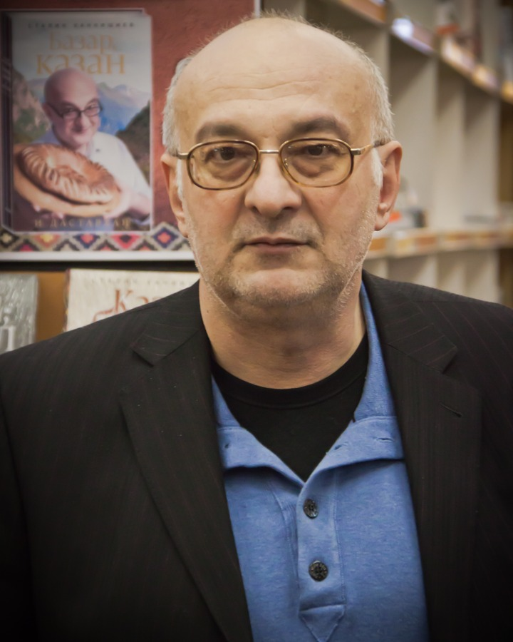 Известный телеведущий выпустит книгу о чеченской национальной кухне