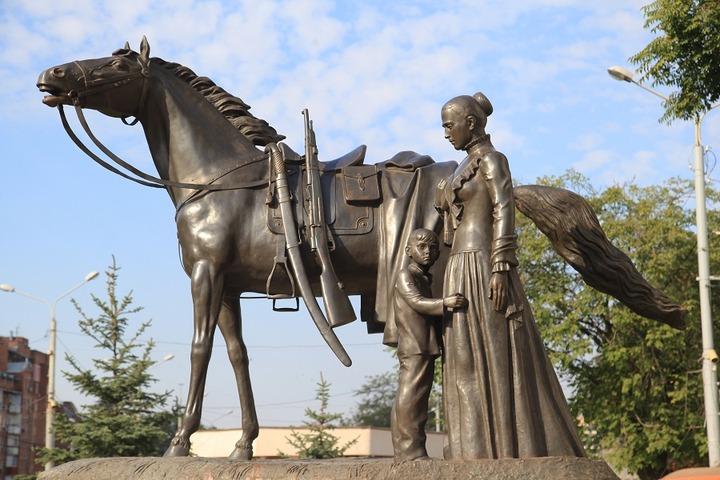 Памятник не вернувшимся с войны казакам установили в Ростове-на-Дону