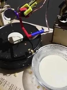 Роботы на ВДНХ испекут блины на Масленицу и поздравят женщин с 8 марта