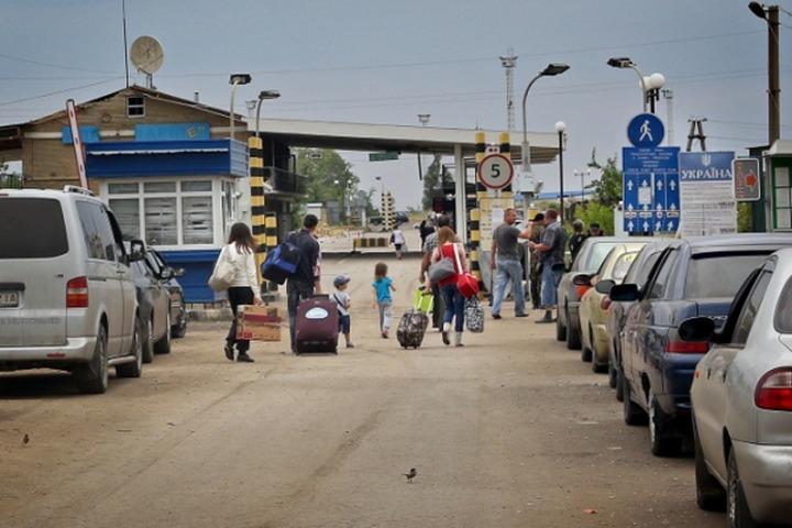Эксперт: Закрытие пунктов размещения беженцев связано с перегрузкой пограничных с Украиной регионов