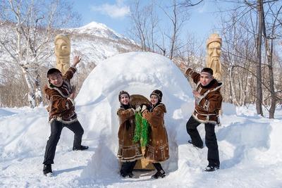 Резиденцию Деда Мороза в этническом стиле построили в камчатском иглу-отеле