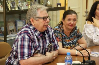 В Москве студенты обсудили с академиком Тишковым российский народ