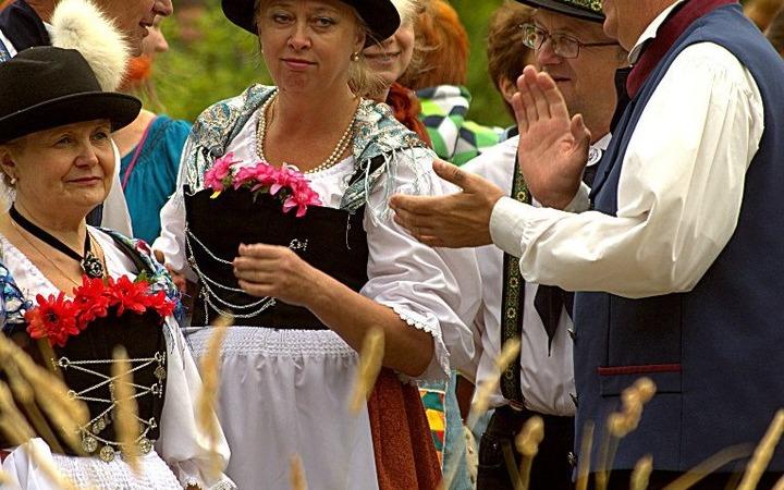 Немцы Петрозаводска покажут, как сшить настоящий немецкий костюм
