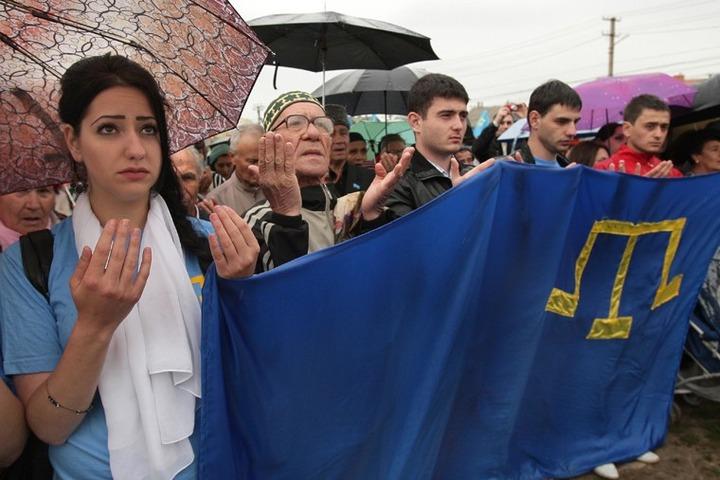 Крымские татары на траурном митинге потребовали признания Меджлиса и автономии