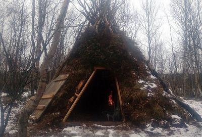 Мурманские краеведы построили в лесу саамскую вежу