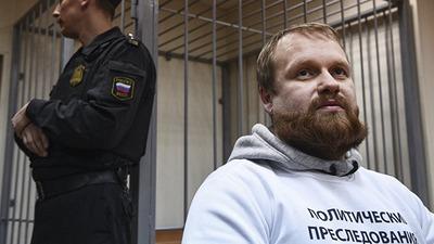 Суд признал законным продление домашнего ареста националиста Демушкина