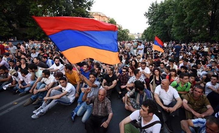Армянская молодежь России поддержала протестующих в Армении