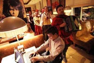В Томске готовят второй этнофорум: дискотека в стиле XIX века и лазерное шоу в заводском цеху