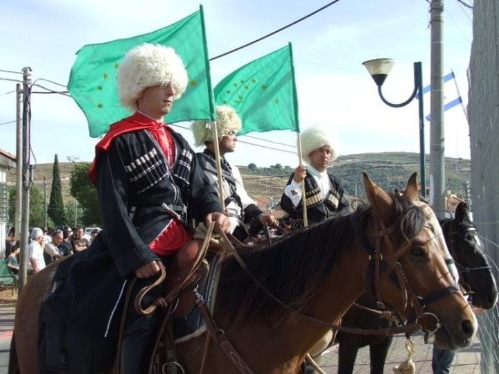 Бежавших из Сирии черкесов расселят в сельской местности Адыгеи