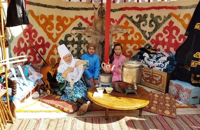 Казахи устроили в Астраханской области праздник с юртами и каруселями