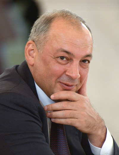 Магомедов: поправки к Конституции защитят традиционные ценности многонационального народа России