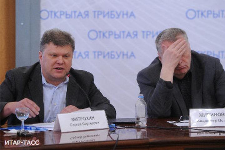 """Лидер """"Яблока"""" требует привлечь Жириновского по 282 статье за предложение оградить Кавказ колючей проволокой"""