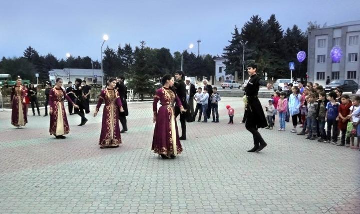"""В Адыгее прошел фестиваль """"Возвращение к истокам - путь к возрождению"""""""