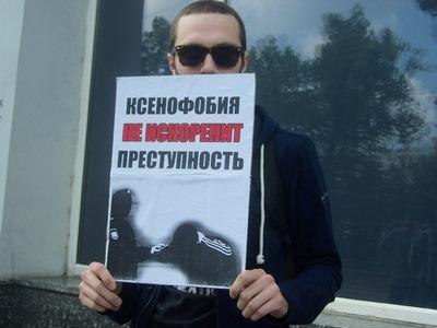 """Правозащитники попросили российскую интеллигенцию """"усмирить антимигрантскую истерию"""""""